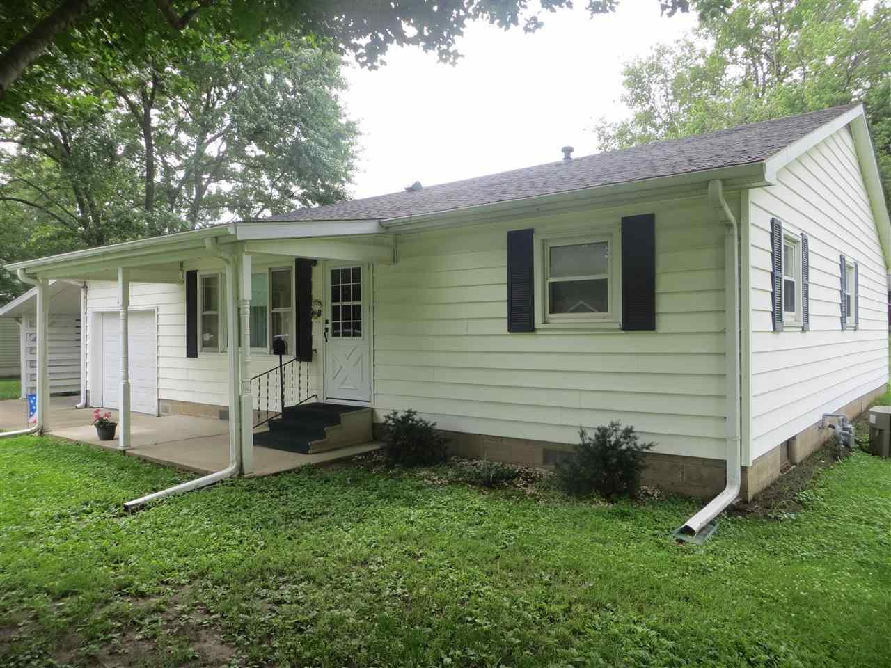 811 E Pine St, Mason City, IL 62664