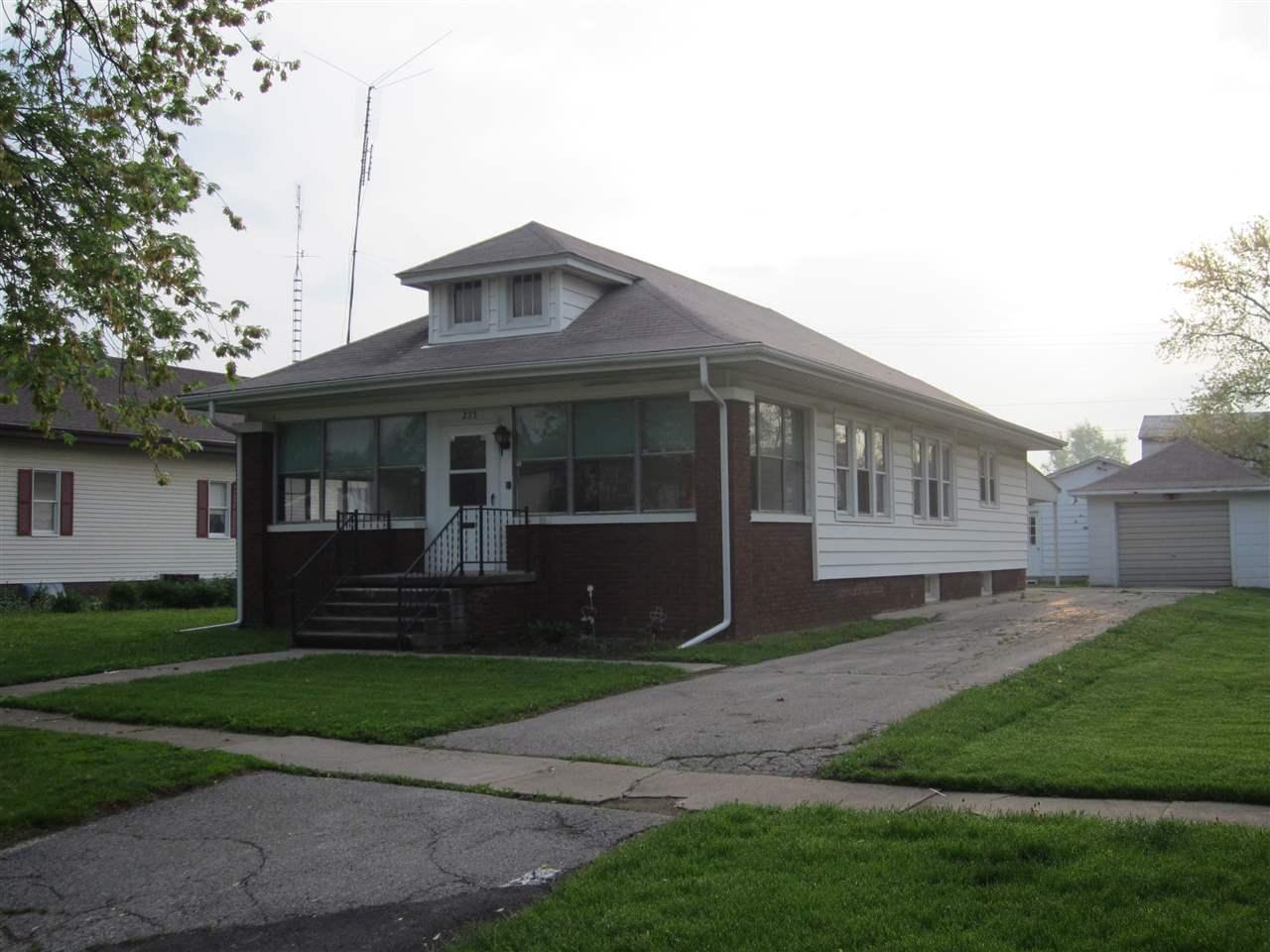 235 S Main St, Mason City, IL 62664