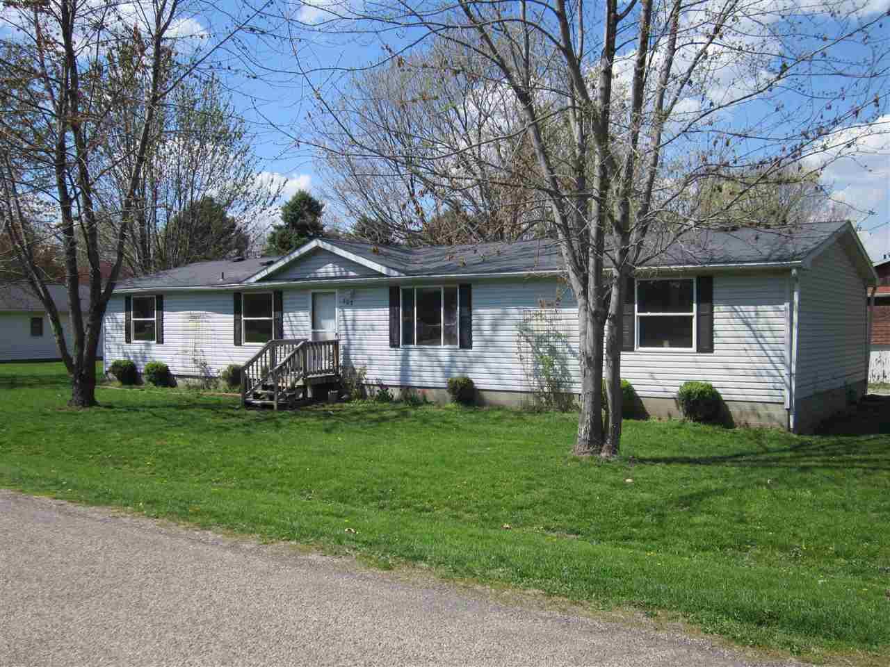 702 W Myrtle St, Mason City, IL 62664