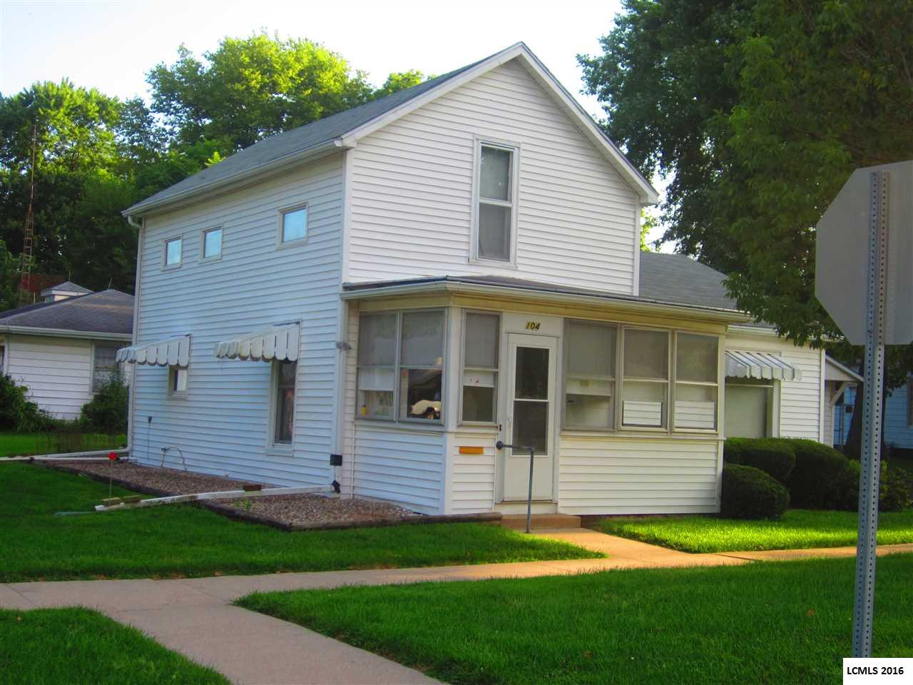 Photo of 104 E Myrtle Street  Mason City  IL