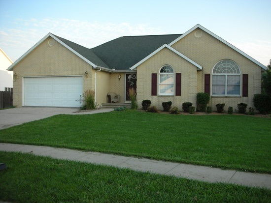 23 Westminster Dr, Lincoln, IL 62656