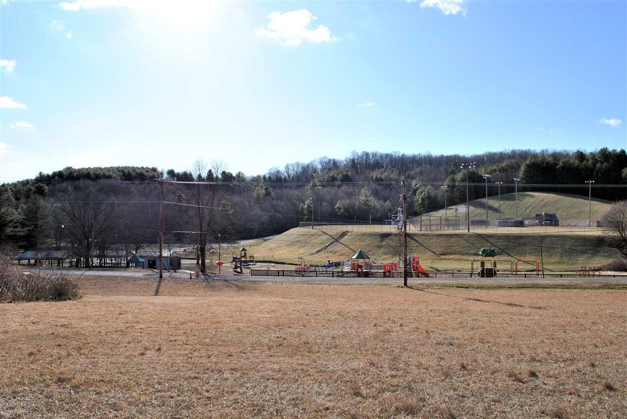 土地 / 的地塊 為 出售 在 Land - Hillsville, VA 218 Ball Park Drive Hillsville, 弗吉尼亞州,24343 美國
