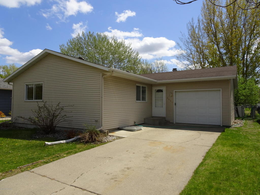 Photo of 2921 14th Avenue S  Moorhead  MN