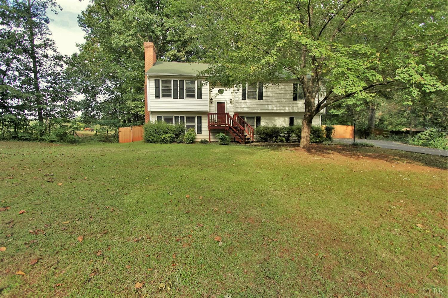 215 Colonial Ct, Forest, VA 24551
