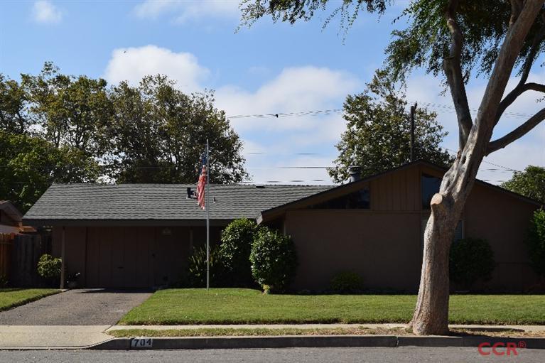 704 E Lemon Ave, Lompoc, CA 93436