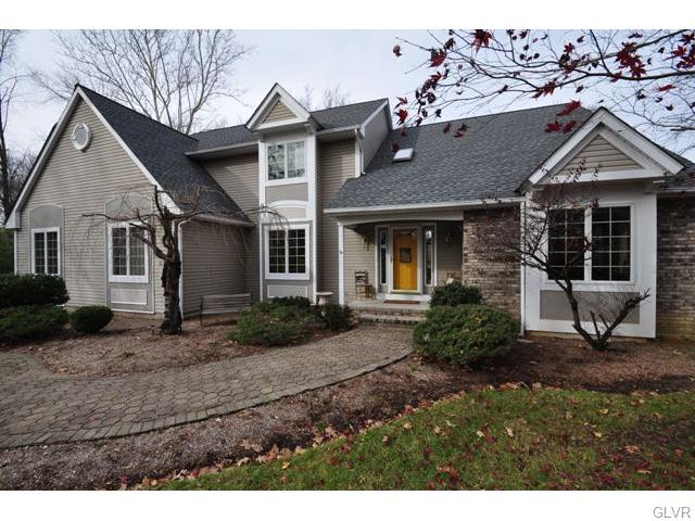 2 Chaucer Dr, Hackettstown, NJ 07840