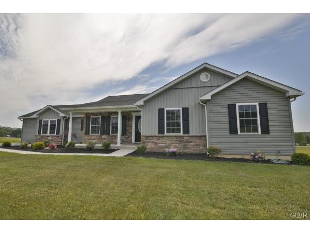 3341 Buckskin Ln, Danielsville, PA 18038