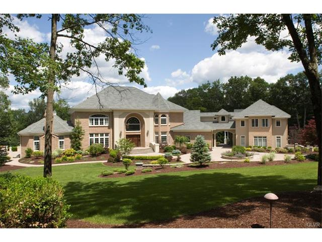 281 Manor Drive East Stroudsburg, PA 18301