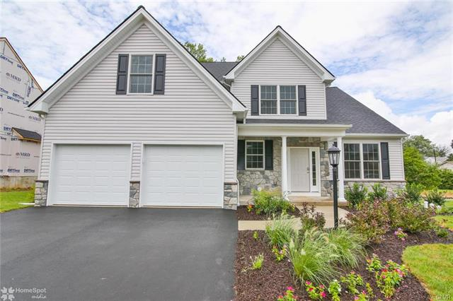44 Oxford Ridge Court Coopersburg, PA 18036