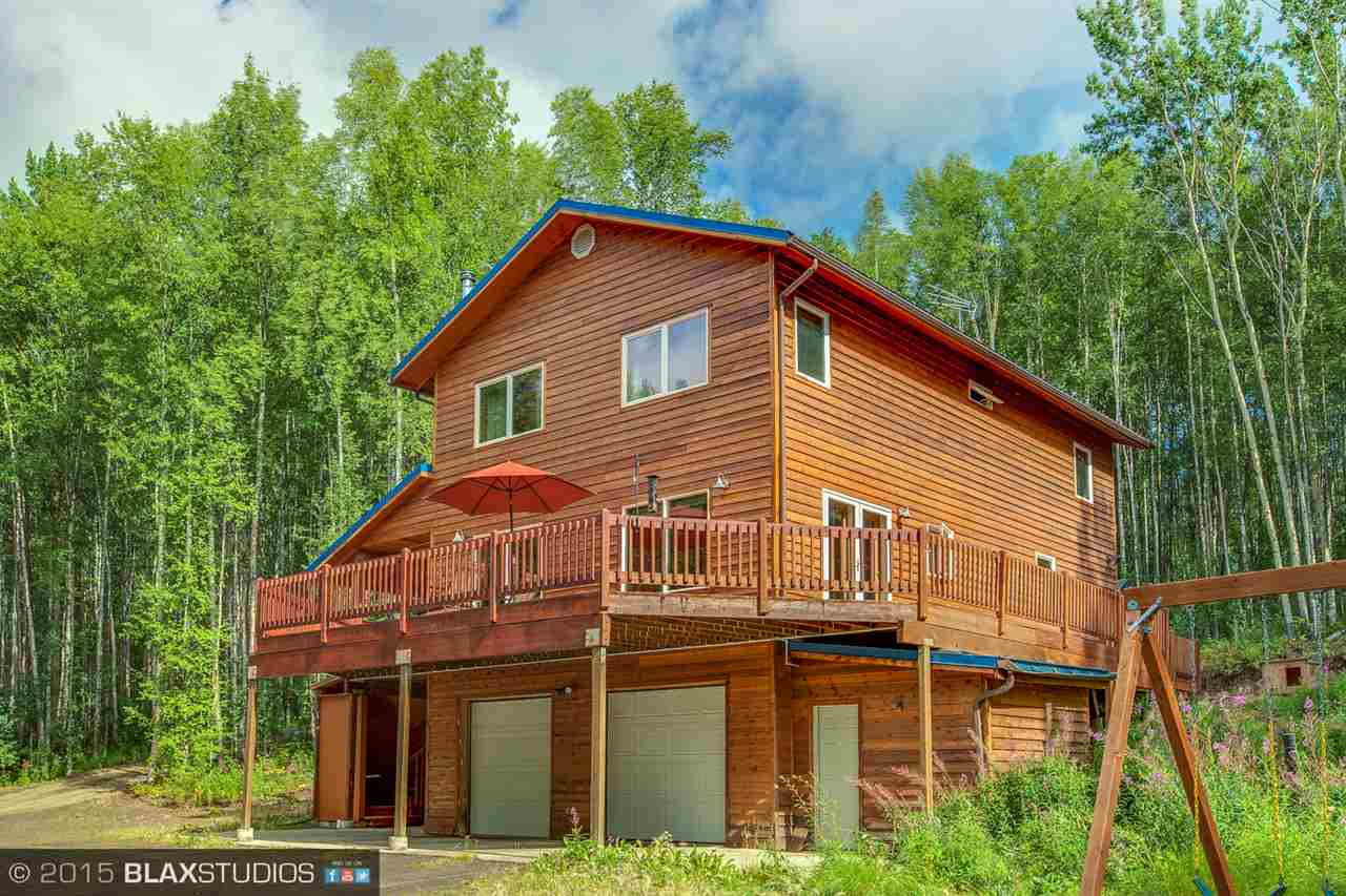 1055 Trianon Dr, Fairbanks, AK 99712