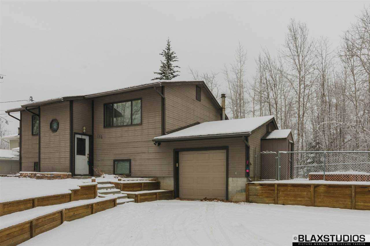 582 Slater Dr, Fairbanks, AK 99701