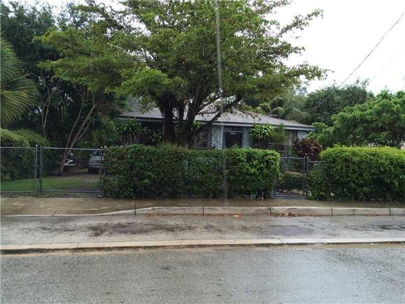 3163 Mundy St, Miami, FL 33133