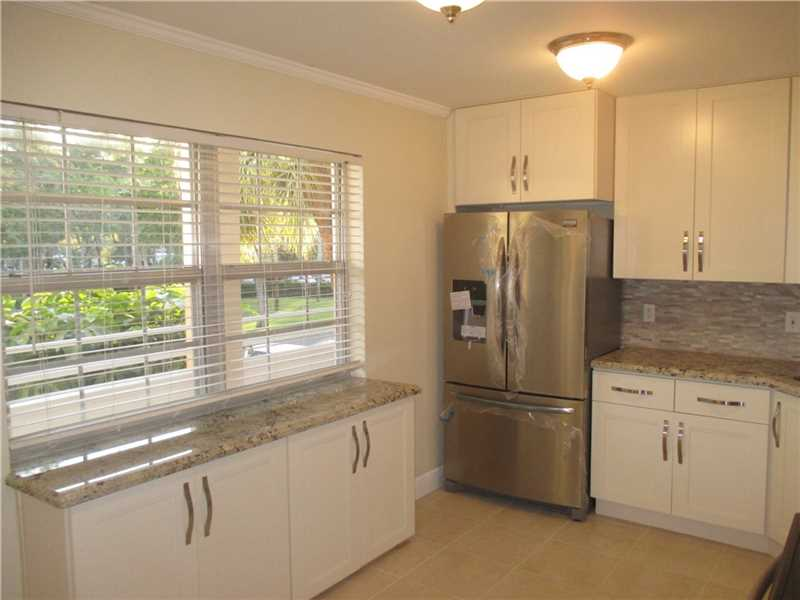3930 Oaks Clubhouse Dr # 205, Pompano Beach, FL 33069