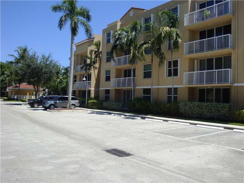 649 E Sheridan St # 105, Dania, FL 33004