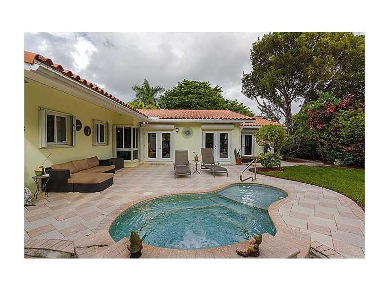 9100 N Bayshore Dr, Miami Shores, FL 33138