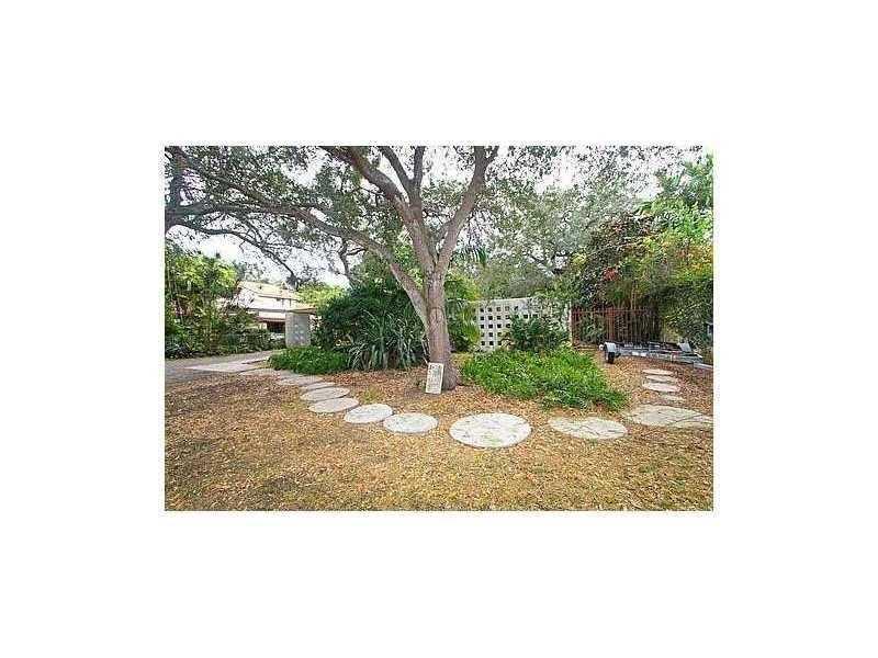 3625 Solana Rd, Miami, FL 33133