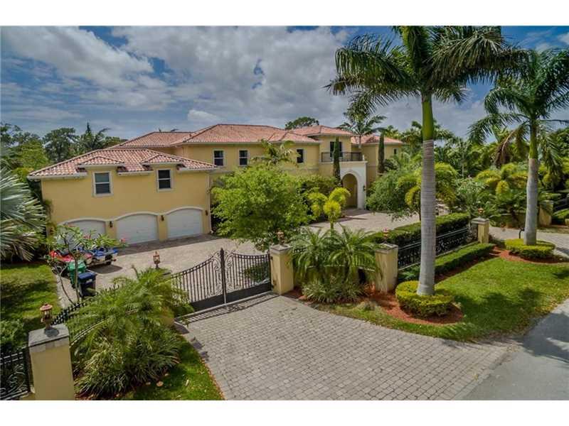 6930 Sw 62nd St, Miami, FL 33143