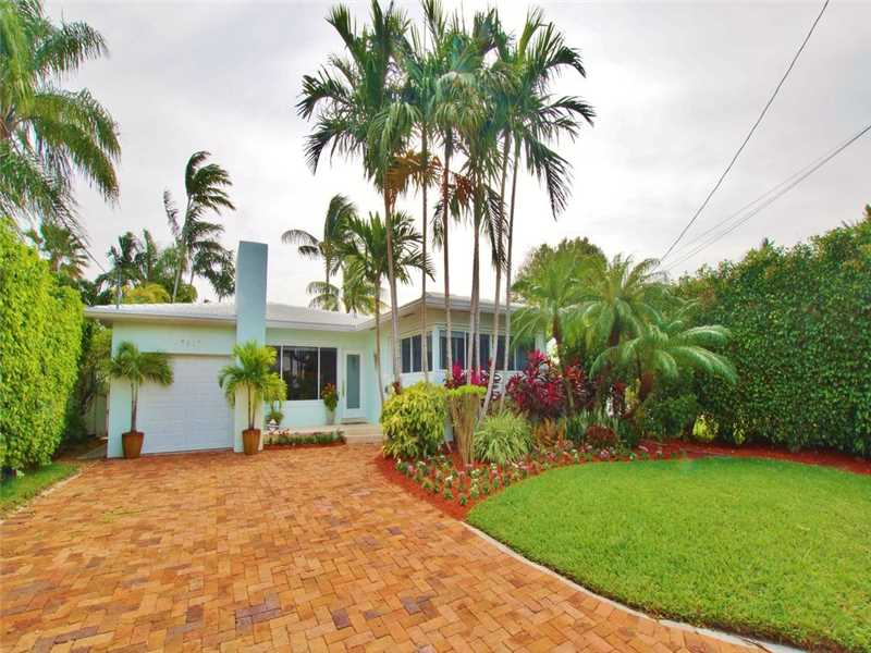 8943 Carlyle Ave, Surfside, FL 33154