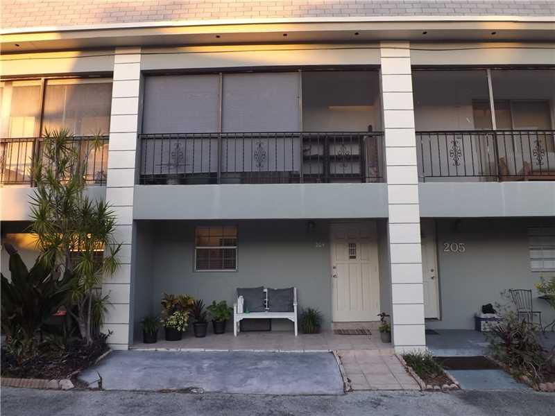 2452 Taylor St # 204, Hollywood, FL 33020