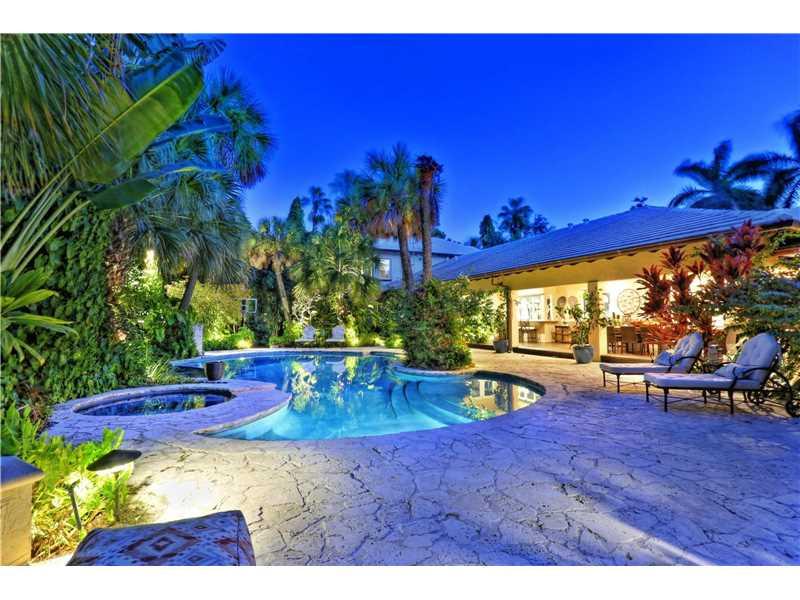 301 Los Pinos Pl, Coral Gables, FL 33143