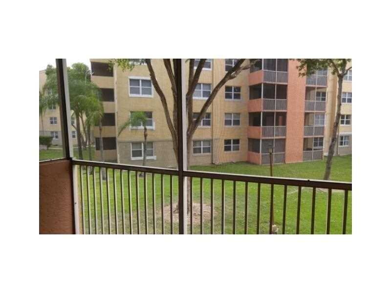 Photo of 8225  Lake Dr  Doral  FL