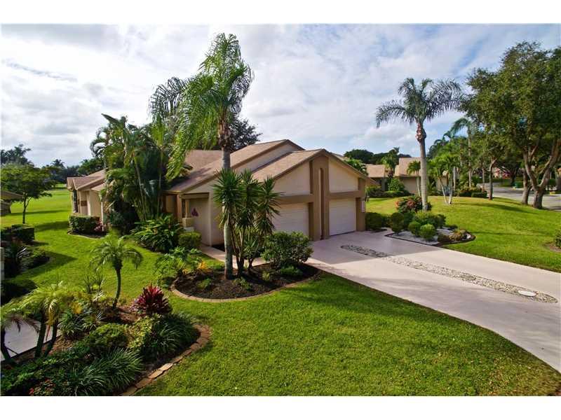 5266 Fairway Woods Dr, Delray Beach, FL 33484