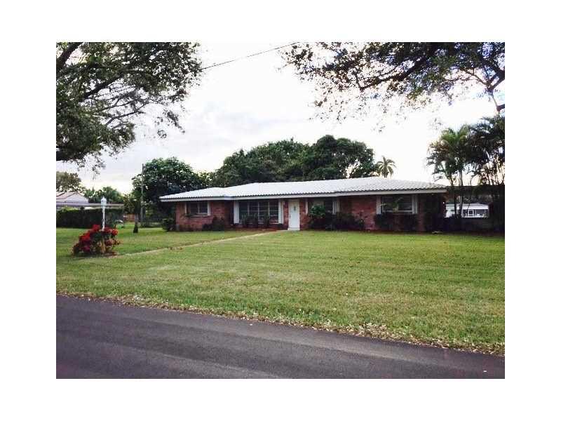 101 N Bel Air Dr, Plantation, FL 33317