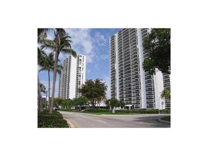 3675 N Country Club Dr # 305, Miami, FL 33180