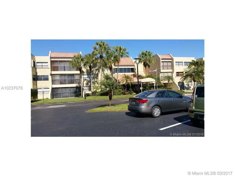 Photo of 220  Lakeview Dr  Weston  FL