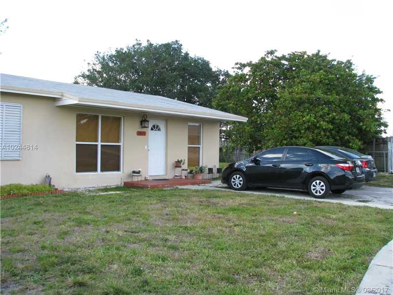 Photo of 3821 Northwest 205th St  Miami Gardens  FL