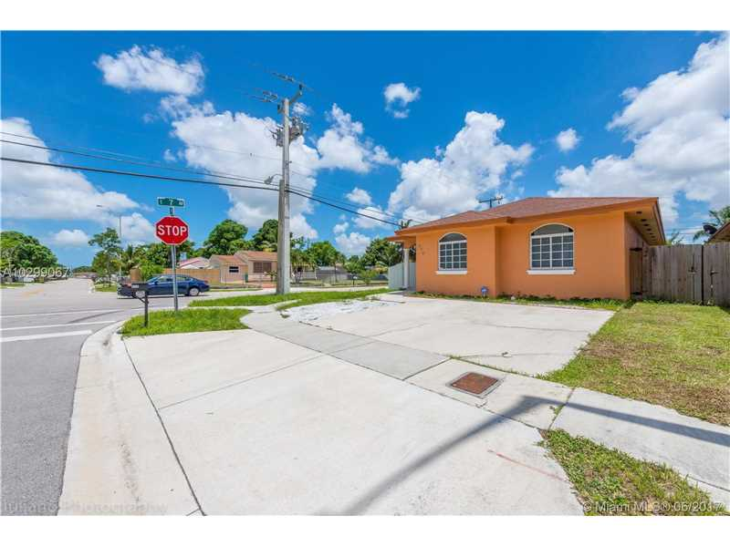 Photo of 690 East 6th Pl  Hialeah  FL