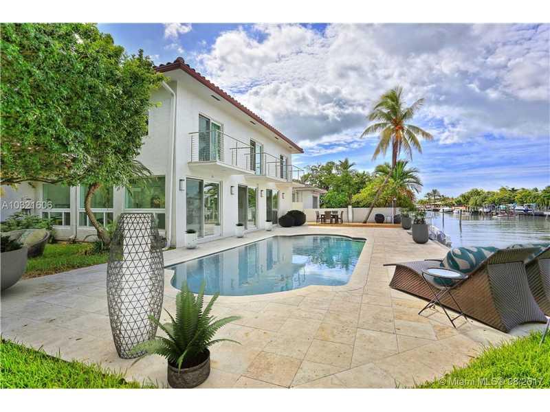1810 Ne 118th Rd North Miami, FL 33181