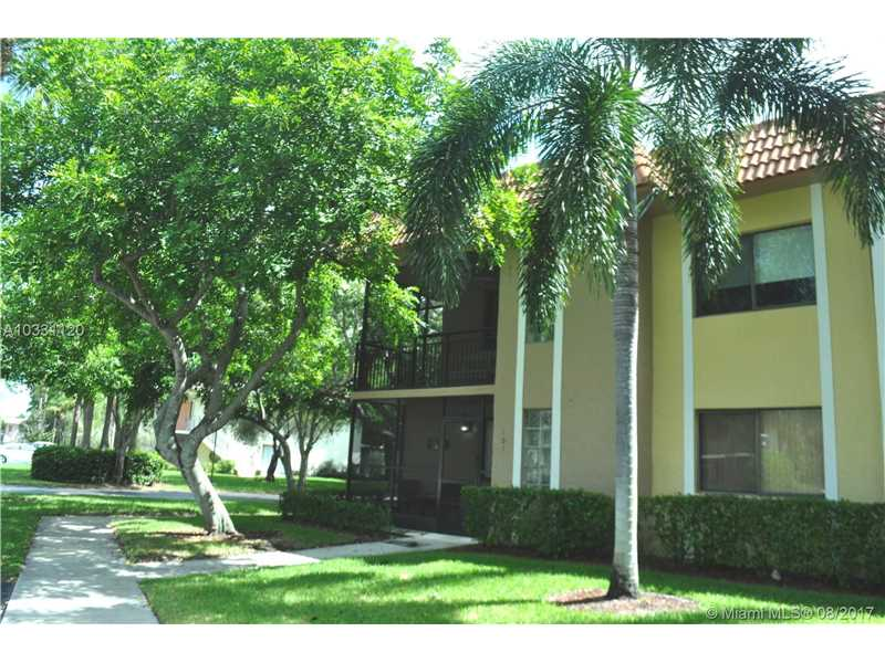 Photo of 423 Lakeview Dr  Weston  FL