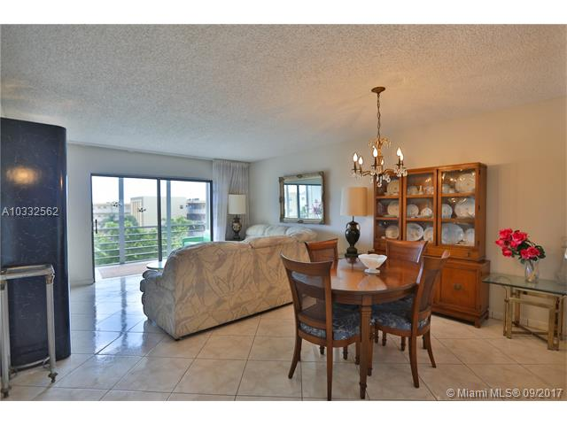 Photo of 4270 NW 40th St  Lauderdale Lakes  FL