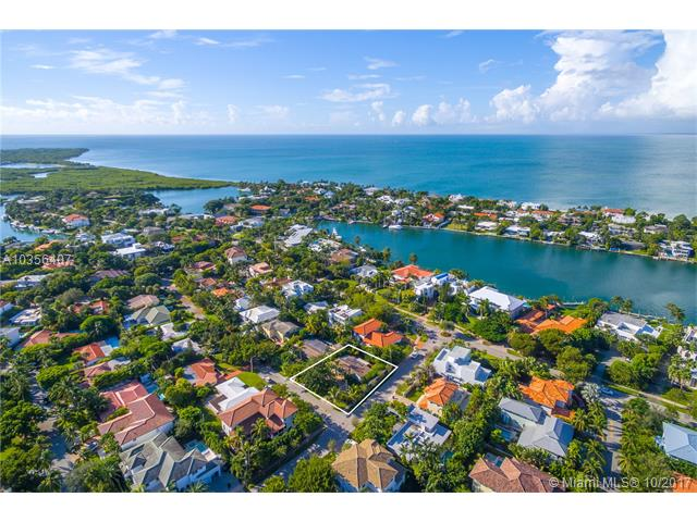 700 Myrtlewood Ln, Key Biscayne, Florida