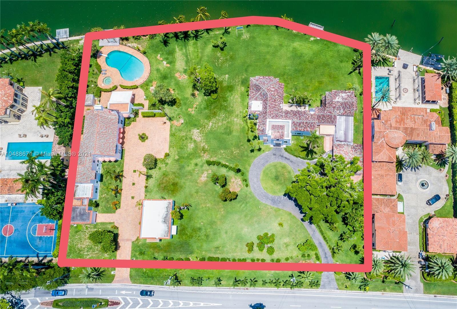 5565/5589 Pine Tree Dr Miami Beach, FL 33140