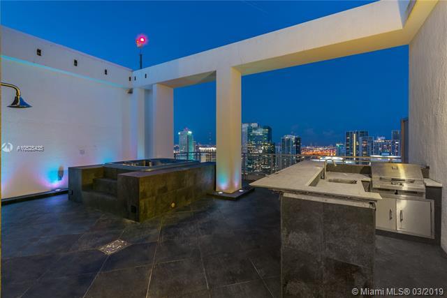 92 Sw 3rd St Miami, FL 33130