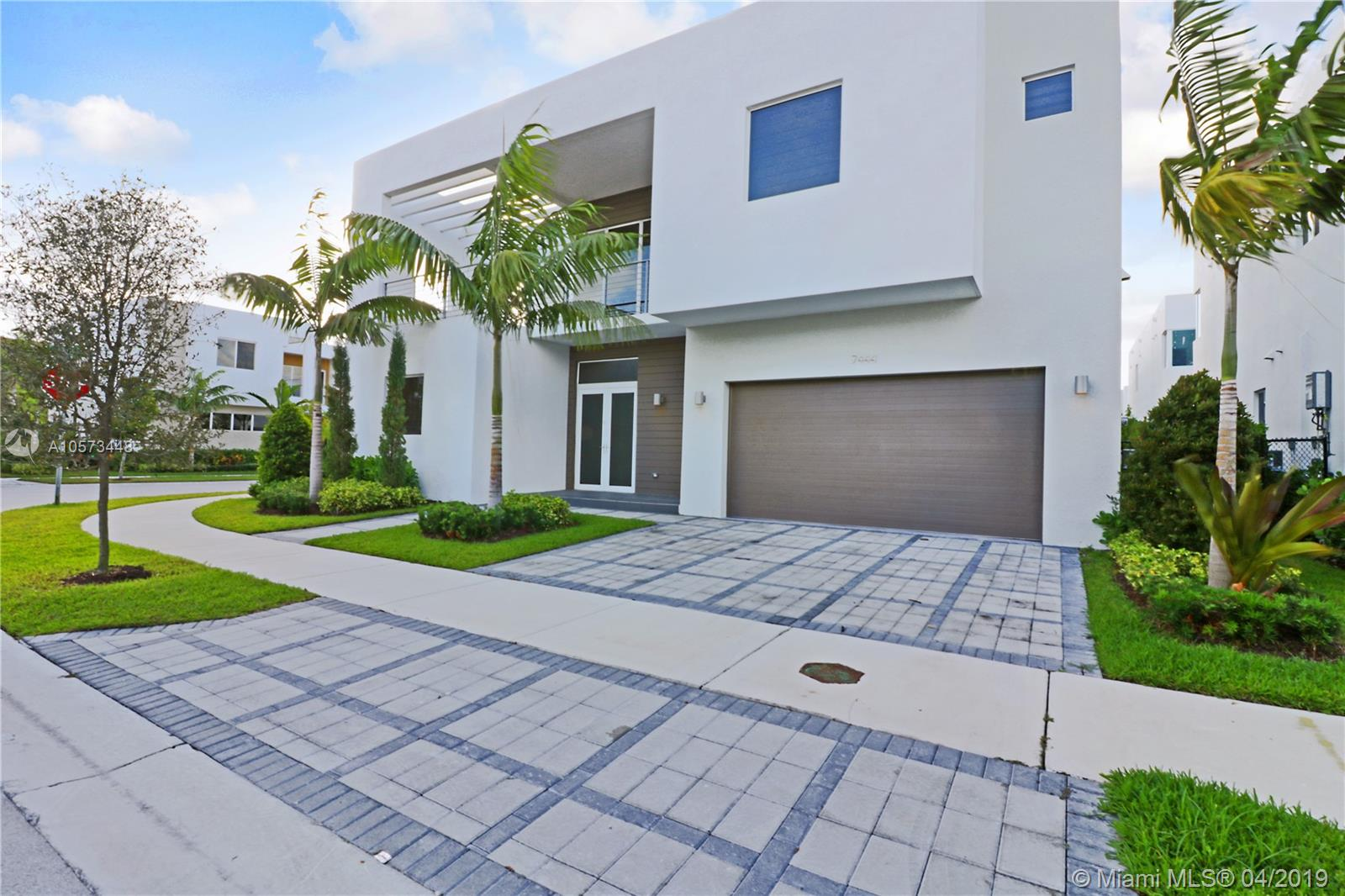 7444 NW 99th Pl, Doral, Florida
