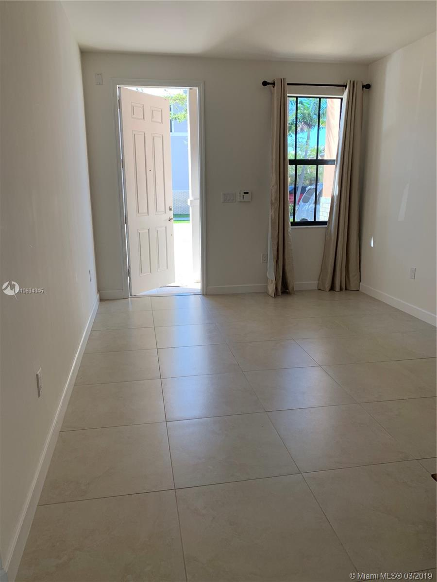 6185 Nw 104th Ct Miami, FL 33178