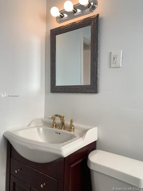 3325 SW 67th Ave - photo 10