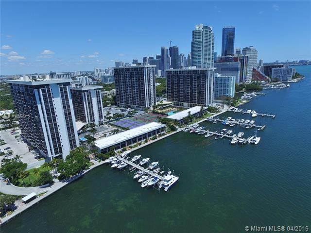 1901 Brickell Ave Miami, FL 33129