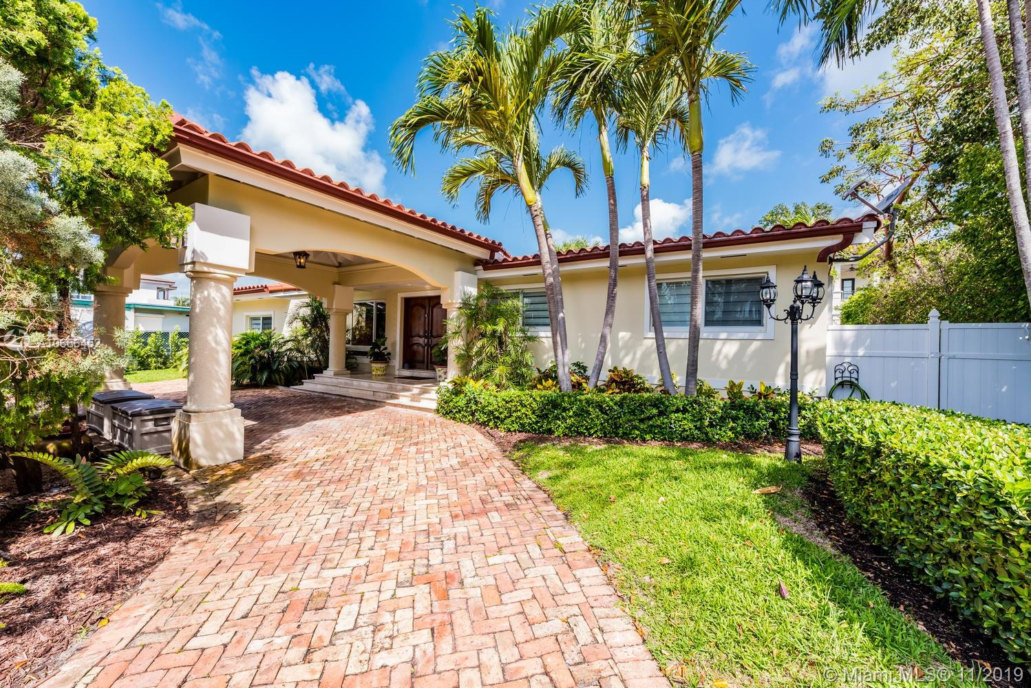 One of Key Biscayne 4 Bedroom Homes for Sale at 217 Buttonwood Dr