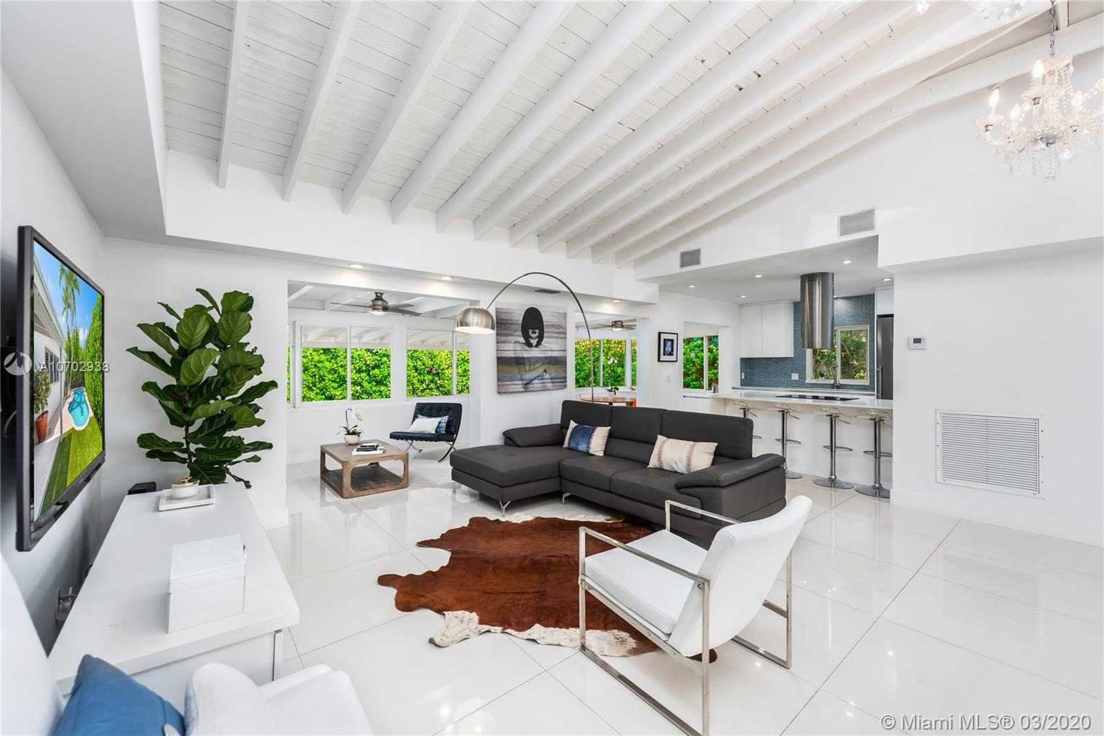 One of Key Biscayne 3 Bedroom Homes for Sale at 544 Allendale Rd