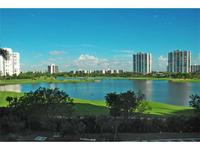 20000 E Country Club Dr # 412, Aventura, FL 33180