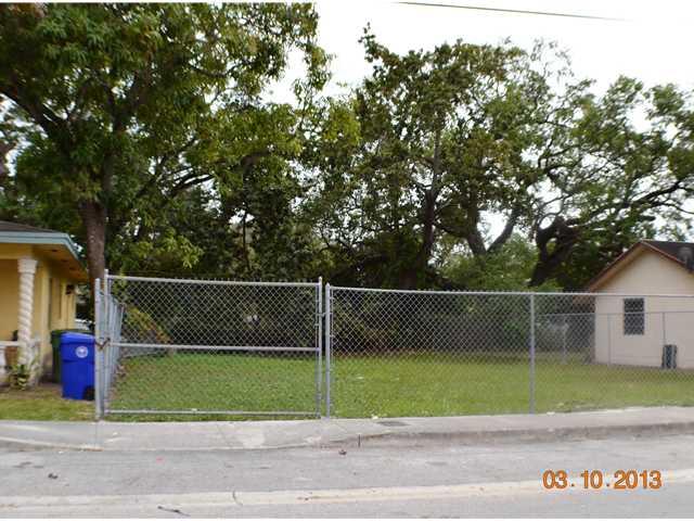 3664 Oak Ave, Coconut Grove, FL 33133