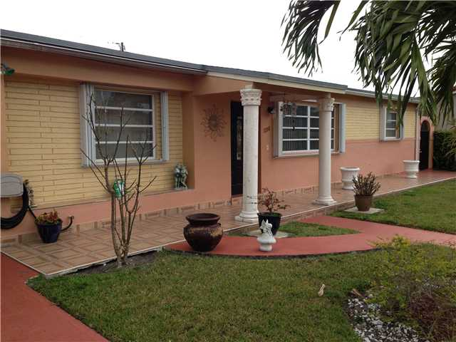 1285 W 5th Ln, Hialeah, FL 33010
