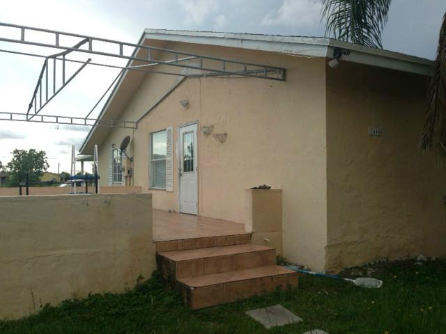 24400 Sw 214th Pl, Homestead, FL 33031