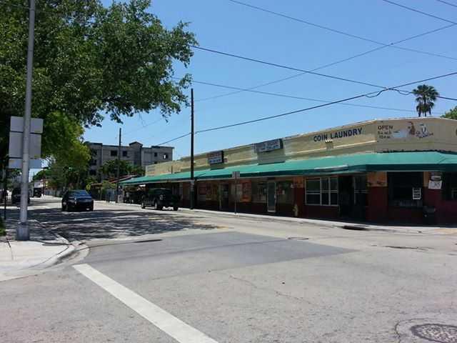 300 SW 8th St, Miami, FL 33130