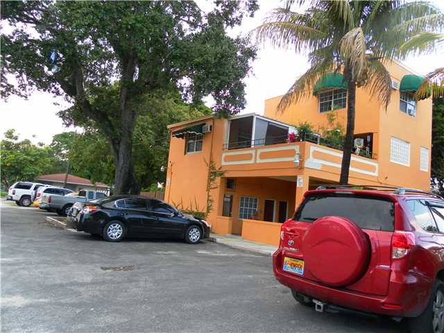 3095 Nw 11th St, Miami, FL 33125
