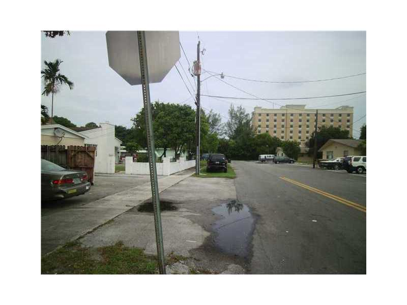 303 Se 9th Ct, Hallandale Beach, FL 33009